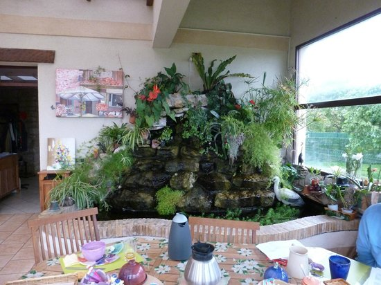 Les châlets de Noé : Water feature in the breakfast room. There was also a little fridge and always a smile from Mme.