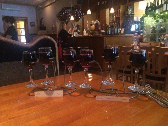 2 Taste Food and Wine Bar: Wine Flights!