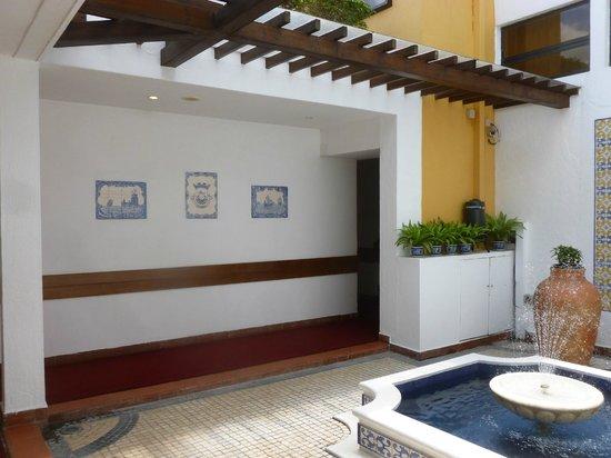 Pousada de Mong-Ha: Inner courtyard on the way to some rooms