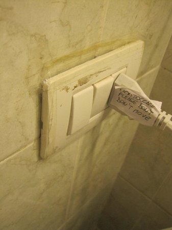 San Daniele Bundi House : Electrical outlet with extension cord provided