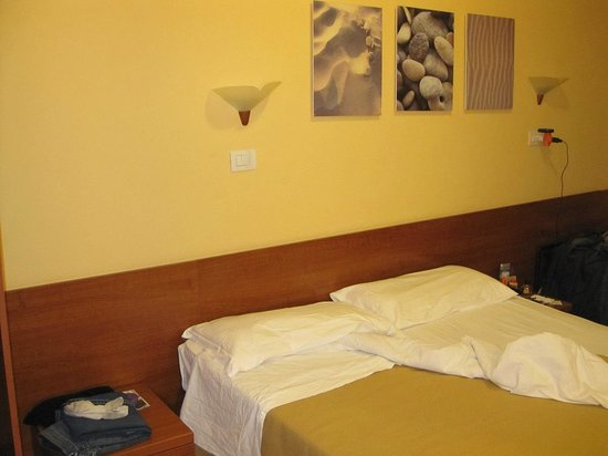 San Daniele Bundi House : Double bed (two beds together)