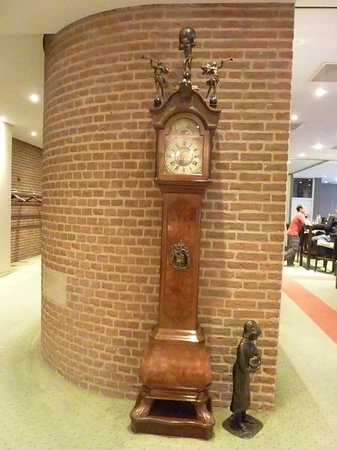 Bilderberg Hotel De Keizerskroon : Grandfather clock