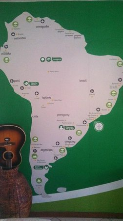 Che Lagarto Hostel Paraty: Mapa do Brasil na parede central do hostel