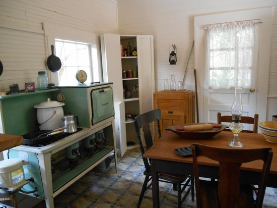 Cedar Key Museum State Park: Kitchen of the Whitman house