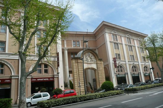Appart'Hôtel Odalys L'Atrium : Hotel from the street