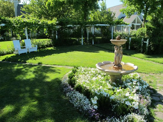 Lithia Springs Resort: a partial garden view