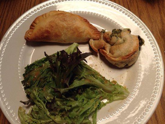 Cecilia's Kitchen: Chicken empanada & spinach empanada with arugula salad