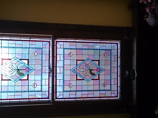 Sherwood Guesthouse : Stained glass going up the stairs over 100 years old, stunning