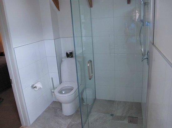 Bold Peak Lodge: Bathroom
