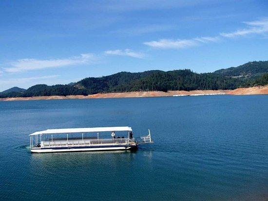 Lake Shasta Caverns : Ferry boat