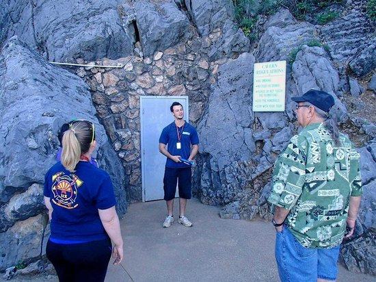 Lake Shasta Caverns : Tour guide at Entrance door to Cavern