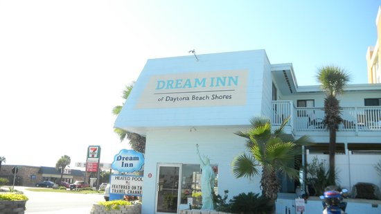 Dream Inn: This is the outside of the hotels office