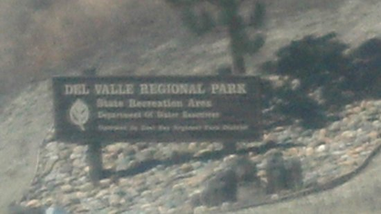 Del Valle Regional Park: a welcoming park sign on top of the mountain going to the gate