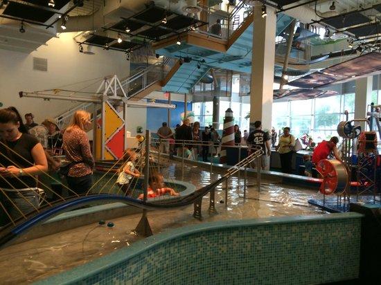 Glazer Children's Museum : Water-based hands on exhibit