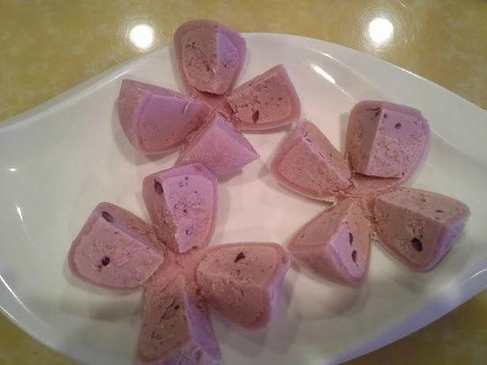 Sakura Japanese Steak House & Sushi: Mochi Ice Cream - Red Bean