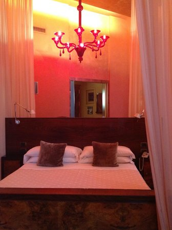 Hotel Saturnia & International: Our BEDROOM