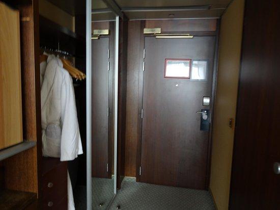 Hilton Strasbourg: Habitación cómoda y muy amplia