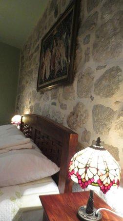 Hotel Monte Cristo: 石壁