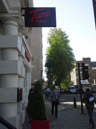 Point A Hotel, London Kings Cross St Pancras: Street view