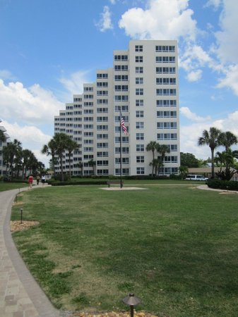 Sarasota Surf and Racquet Club: Tower Building from beach.