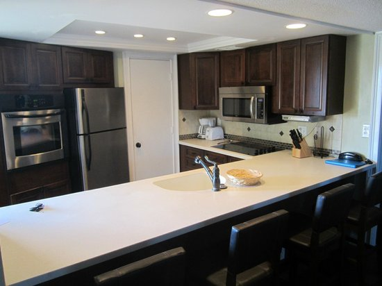 Sarasota Surf and Racquet Club: T506 Kitchen