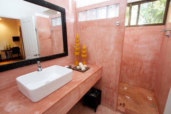 The River Garden: Stylish bathrooms