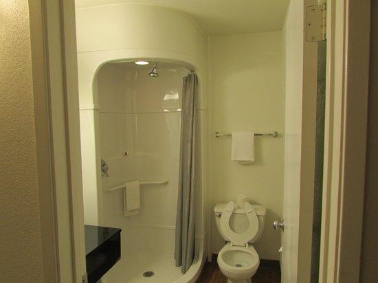 Motel 6 Laramie: Bath