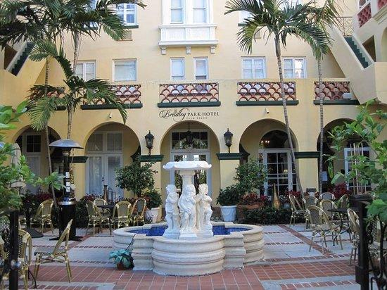 Bradley Park Hotel: Front Entrance