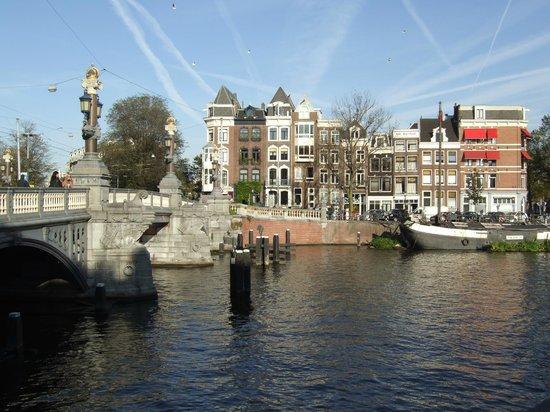 Renaissance Amsterdam Hotel: Waterway