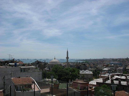 Laleli Gonen Hotel: Вид с крыши ,от бассейна