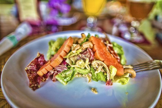 Cafe Lotus - Temple Restaurant - Ubud - Bali - Indonesia - Wandervibes - salad