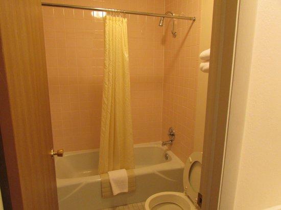 Motel 8 Laramie : Bath