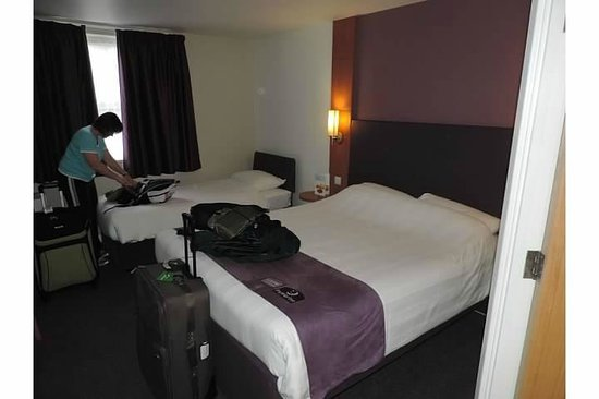 Premier Inn London Beckton Hotel: The double room had one larger bed and one smaller.