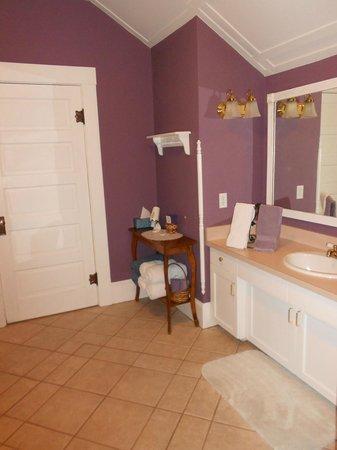 Somewhere Inn Time B&B: Richard's room bathroom