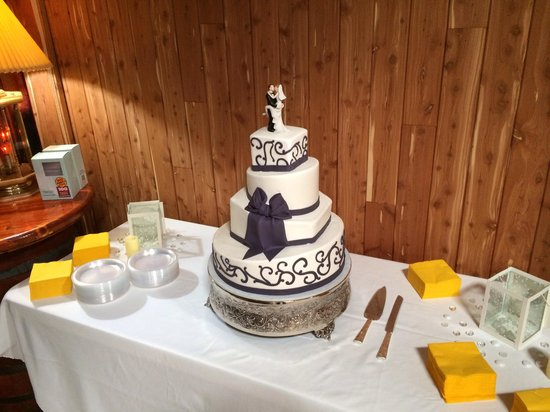 Creations By Laura : Our topsy turvy wedding cake!