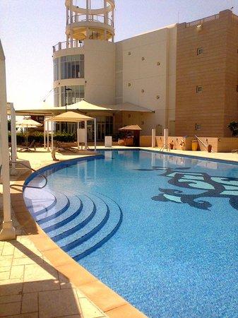 Millennium Resort Mussanah: Swimming Pool