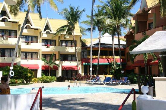 Casa Marina Beach & Reef: Beach hotel side