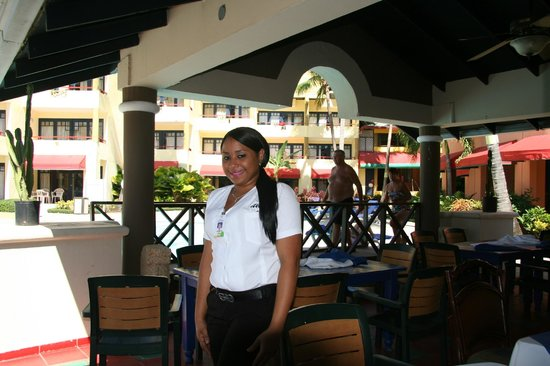 Casa Marina Beach & Reef : another waitress
