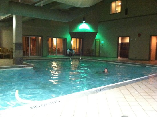 Pacific Shores Resort and Spa: The pool all to ourselves