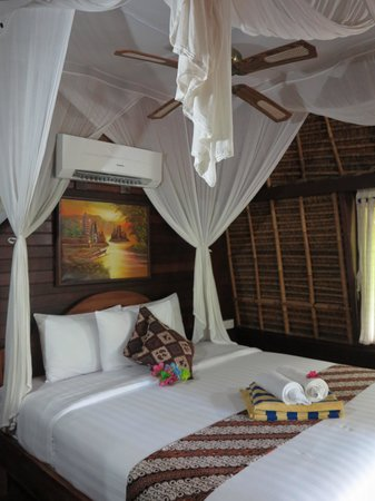Alam Nusa Huts and Spa : The bedroom