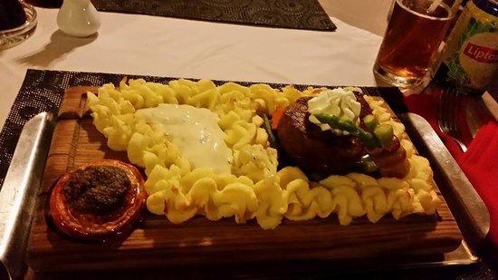 Mamma Mia Grill & Restaurant Kamala: Plank Steak & Mash