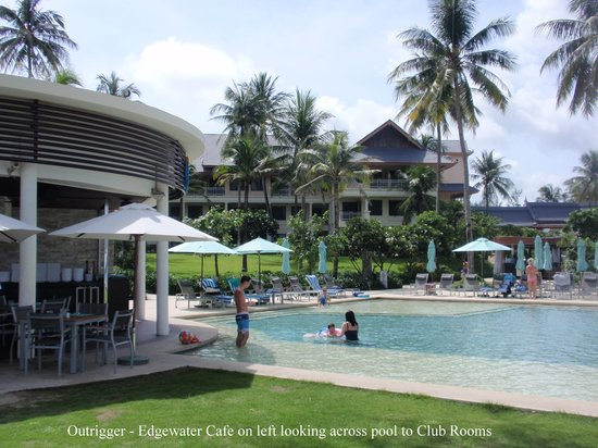 Outrigger Laguna Phuket Beach Resort: Edgewater Cafe and pool