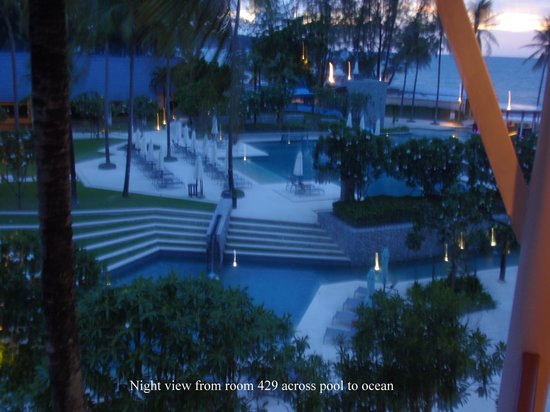 Outrigger Laguna Phuket Beach Resort: At night from Room 429