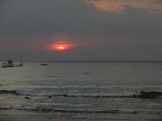 Hotel Tamarindo Diria : The sunset from our room patio!