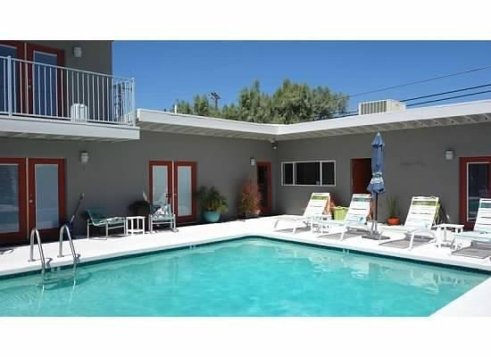 Desert Hot Springs Inn : Pool