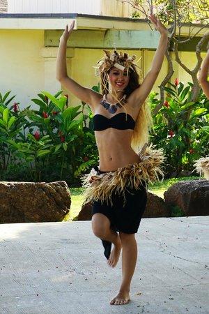 Poipu Shopping Village: Hawaiian Dancer