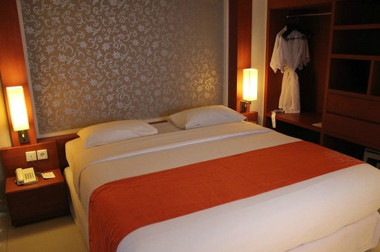 Adhi Jaya Sunset Hotel : Double bed