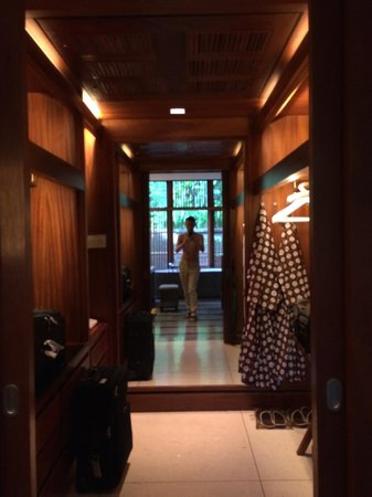 Four Seasons Resort Bali at Sayan: Massive walk-in closet