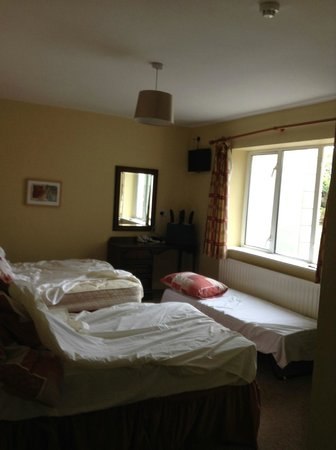 Glenmore House: Messy beds because we were about to check out.  Small third bed not big enough for an adult.