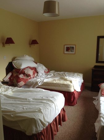 Glenmore House: Another view of the room (unkempt state is our fault!)